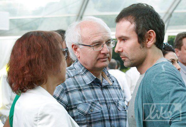 Святослав Вакарчук с родителями