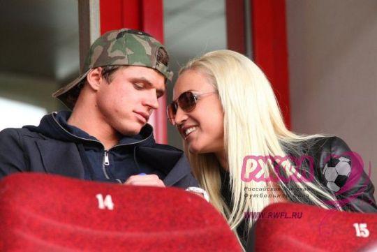 Бузова отрицает, что стала причиной развода известного футболиста