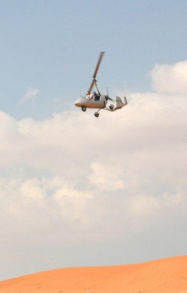 В вертолете находился пилот и оператор
