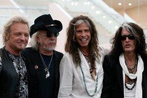 Aerosmith подарили гитару самому бедному президенту в мире