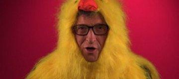 Билл Гейтс стал цыпленком для борьбы с бедностью