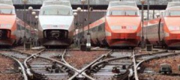 Любителя эротической фотографии ударило током на крыше поезда
