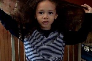 Трехлетний американец решил пожертвовать свои волосы лысым