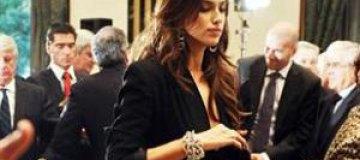 Ирина Шейк похвасталась огромным обручальным кольцом