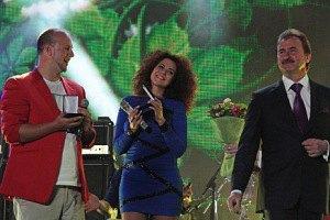 Попов наградил Потапа и Настю
