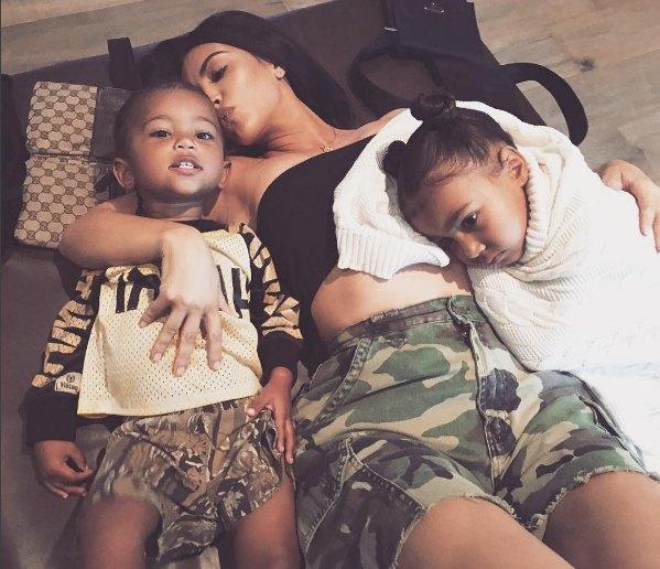 Ким Кардашьян с сыном и дочкой