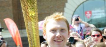 "Звезда ""Гарри Поттера"" пробежался с Олимпийским огнем"