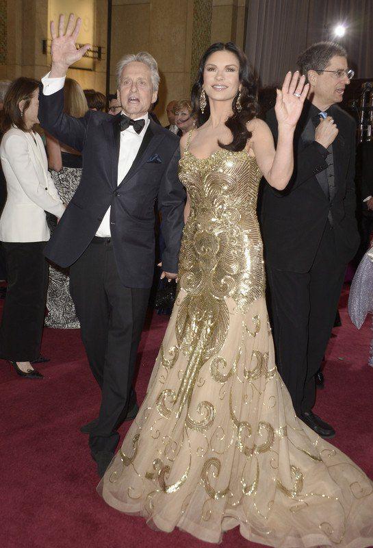 Майкл Дуглас с Кетрин Зетой-Джонс в феврале 2013 года
