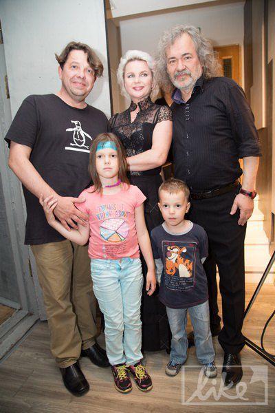 Тарас Чубай с детьми и Тарас Петриненко