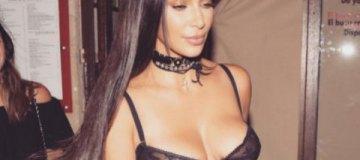 Без фотошопа: Ким Кардашьян шокировала фигурой в бикини
