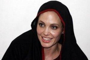 Джоли открыла в Афганистане школу для девочек