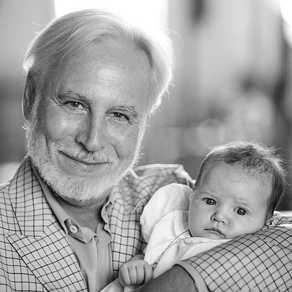 Крис Бреннер с дочерью Миллы Йовович