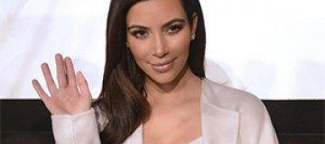 Ким Кардашьян похвасталась кубиками пресса