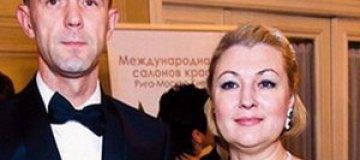 Кожемякин пытается доказать, что жена носит не бриллианты - подделки