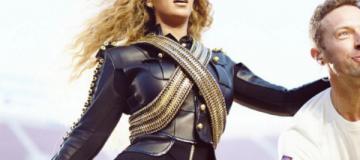 Бейонсе, одетая как Майкл Джексон, спела с Coldplay