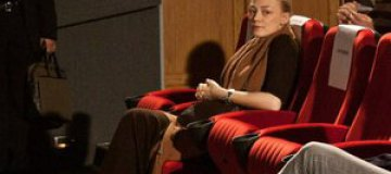 Беременная Оксана Акиньшина приехала в Киев на премьеру