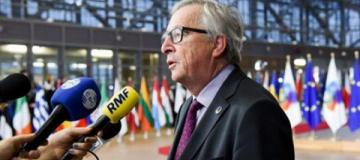 Глава Еврокомиссии пришел на пресс-конференцию в ботинках разного цвета