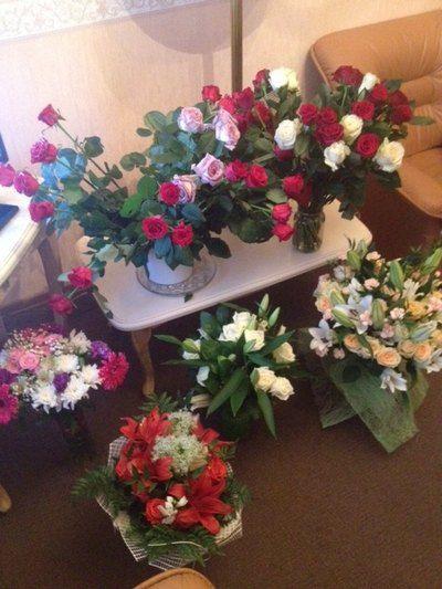 Певица получила в подарок много цветов