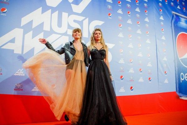 Соня Киперман и Вера Брежнева засветили белье в прозрачных платьях