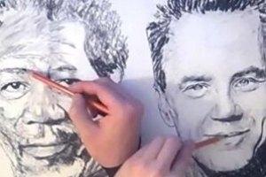 Китайский художник рисует разные портреты двумя руками одновременно