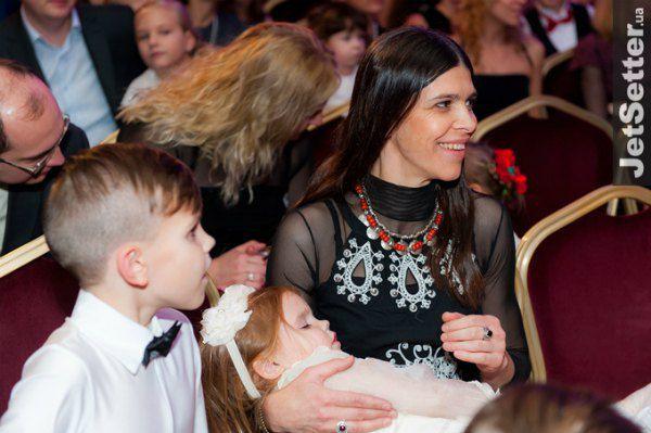 Наталья с самой младшей дочкой, трехлетней Зоряной