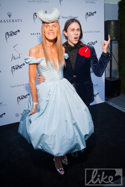 Большинство модников хотели сфотографироваться с Анной Деллой Руссо