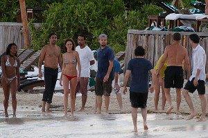 Наоми Кэмпбелл, Кейт Хадсон и ДиКаприо развлеклись на пляже