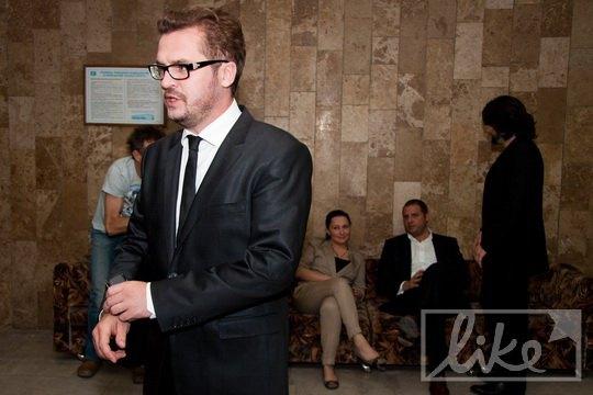 Алена Мозговая наблюдала за экс-супругом Александром Пономаревым со спины