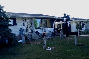 Почтальон счел труп на крыльце дома хэллоуинским украшением