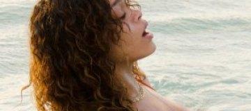 Рианна сверкнула прелестями на пляже