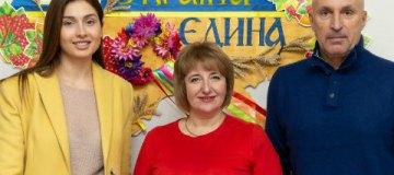 Марина Ярославская подарила родной школе компьютерный класс