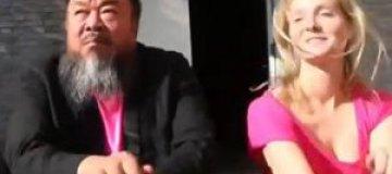 """Китайский художник-диссидент Ай Вэйвэй станцевал """"Gangnam Style"""""""