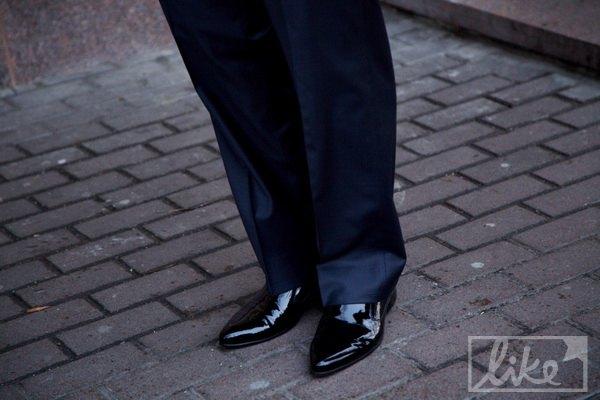 Мельниченко выбрал к свадебному костюму лаковые туфли