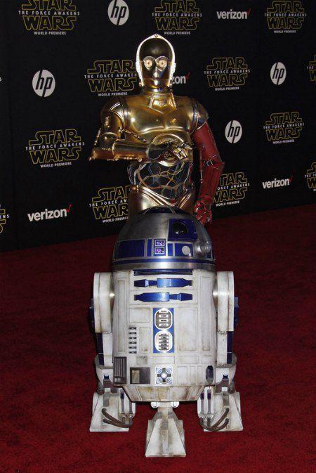 """Легендарные герои """"Звездных войн"""" роботы R2-D2 и C-3PO"""