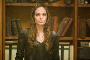 """В продолжении """"Особо опасен"""" Джоли заменит молодая актриса"""