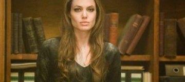 Джоли отказалась покидать Лондон из-за беспорядков