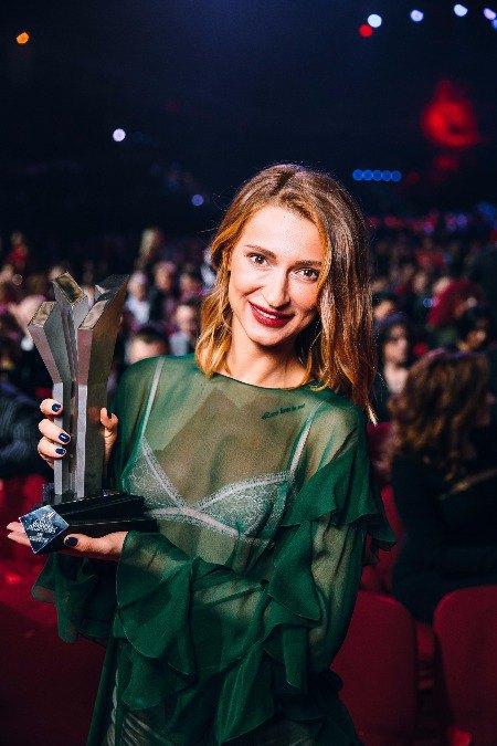 """TAYANNA со статуэткой премии """"M1 Music Awards"""""""