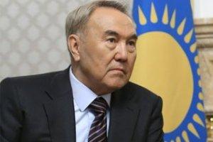 Назарбаев предложил сажать за брошенную жевательную резинку