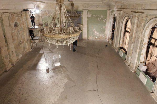 Клип снимали в старинном особняке Санкт-Петербурга