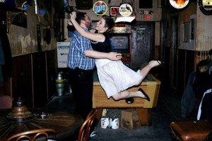 Фотограф-американка бросается в объятья незнакомых мужчин