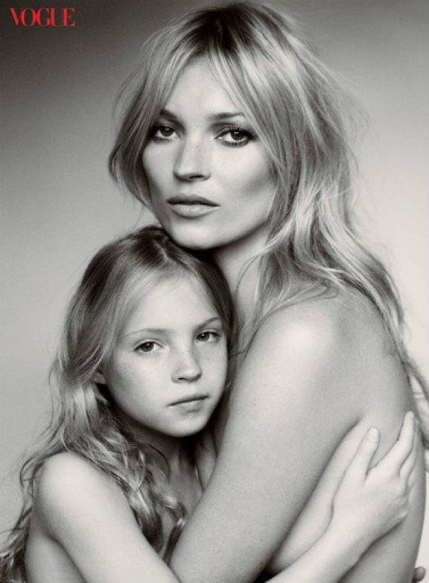Лила Грейс с мамой в Vogue 2011 года