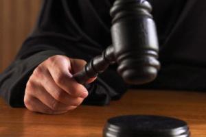 Американец подал в суд на церковь из-за покалечившего его распятия