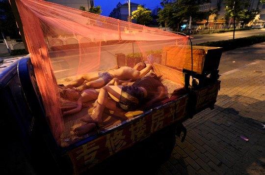 Китай. Рабочий и его семья