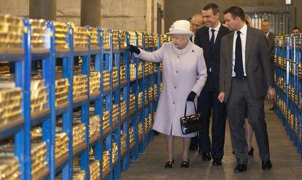 Королева Великобритании Елизавета II ищет управляющего личными финансами