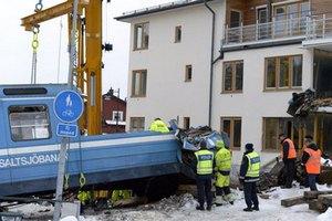 Из шведского дома извлекли поезд