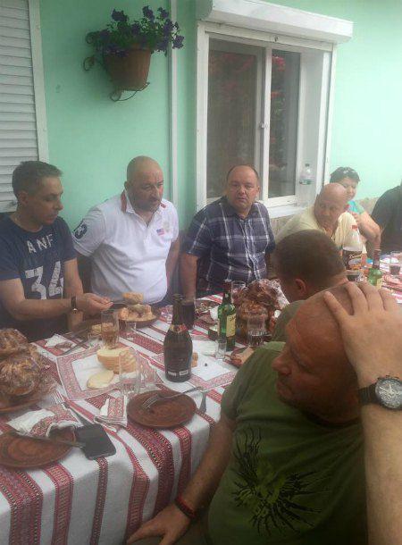 Среди гостей свадьбы был автогонщик и волонтер Алексей Мочанов и соратник Яроша комбат Червень