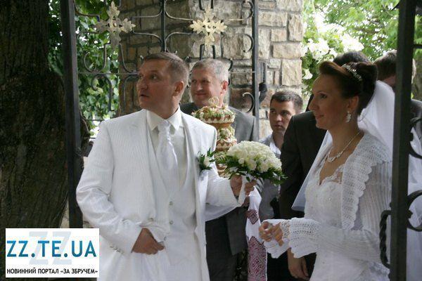Елена Пидгрушная и Алексей Кайда на венчание оделись в белый цвет