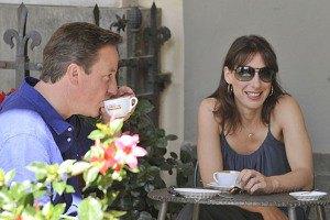 Британского премьера отказались обслужить в кафе