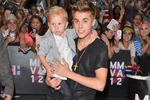 Бибер приехал с ребенком на вручение музыкальной премии