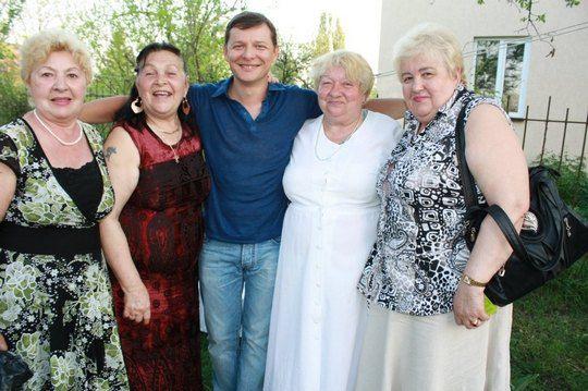 """Олег Ляшко:""""Поздравить Римму Александровну приехали ее подруги. Они говорят, что все бабушки Киева будут поддерживать меня на мэрских выборах"""""""